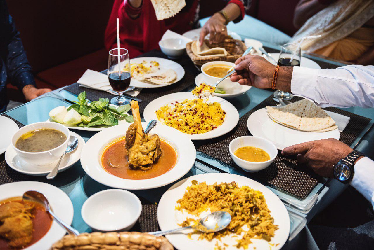 Rice-Media-Politics-Waiting-Food-Arrive-Eat-4